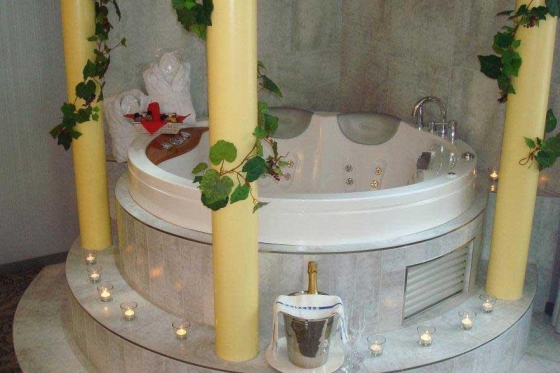 Übernachtung im Loveroom - inkl. romantischem 4-Gang Dinner und privatem Whirlpool 2 [article_picture_small]