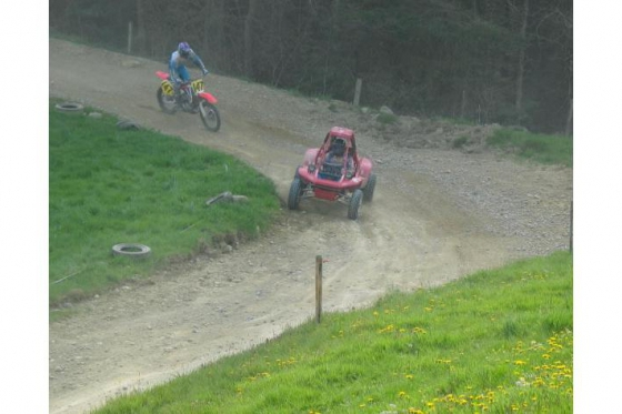 Quad auf Motocross Strecke - Fahrspass für Offroad-Fans 4 [article_picture_small]