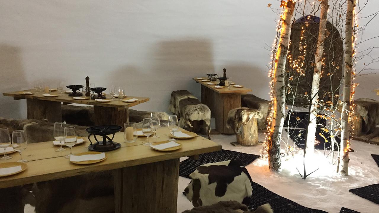 menu fondue dans un igloo. Black Bedroom Furniture Sets. Home Design Ideas