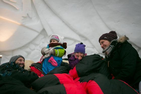 Iglu Übernachtung Family - inkl. Fondue & Schneeschuhtour 2 [article_picture_small]