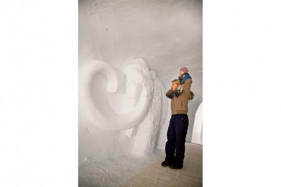 Iglu Übernachtung Family - für 2 Erwachsene und 2 Kinder inkl. Fondue & Schneeschuhtour 7 [article_picture_small]
