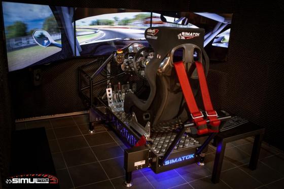 Simulateur de course auto en VR - 40 minutes de plaisir avec réalité virtuelle en option 1 [article_picture_small]