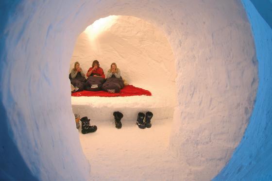 Iglu-Nacht & Gleitschirmfliegen - für 2 Personen in Davos 3 [article_picture_small]