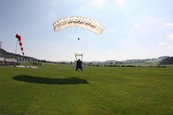 Saut en parachute à Neudorf - Durant la semaine - du lundi au vendredi 1 [article_picture_small]