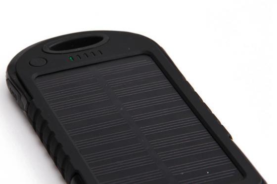 Solar Powerbank Schwarz - für Smartphone und USB-Geräte 3