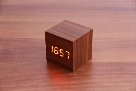 Wooden LED Wecker - The Tiny braun