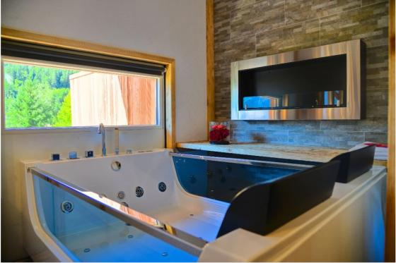 Loveroom avec jacuzzi - Romantisme pour 2 7 [article_picture_small]