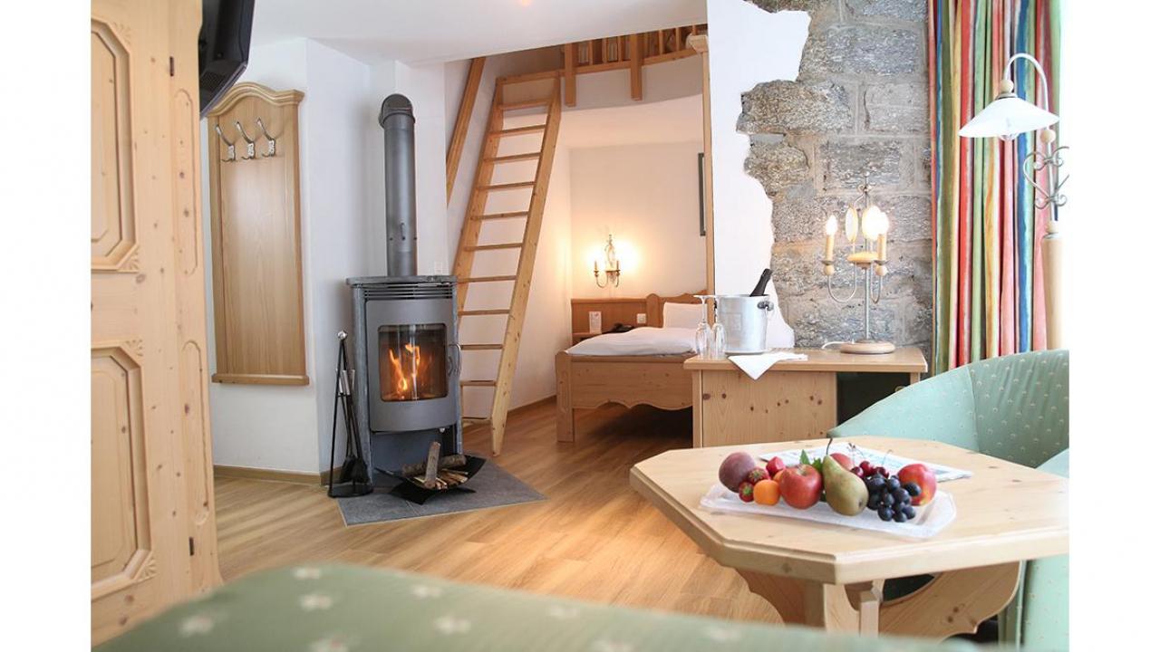nuit romantique pour deux au turm hotel spa gr che cadeaux24. Black Bedroom Furniture Sets. Home Design Ideas