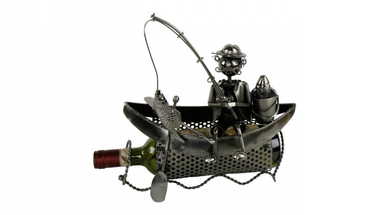porte bouteille p cheur dans son bateau cadeaux24. Black Bedroom Furniture Sets. Home Design Ideas