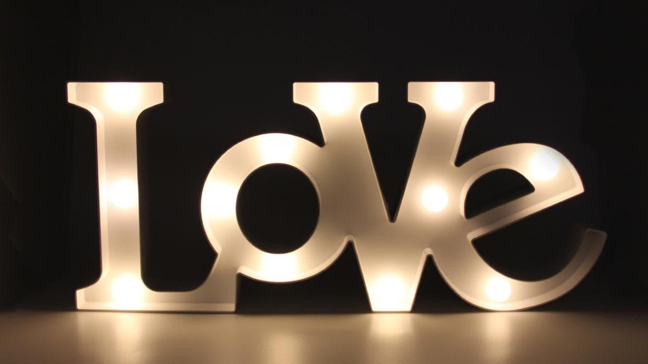 Kunststoff Leuchte Love Liebe mit 18 warmweißen LED Cocktail Bar Party Lampe