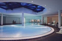 DAVOS: Hotel u. Skipass für 2 - 2-Tageskarte und Wellness